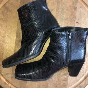 Black ankle AGORA booties Bandolinos. Size